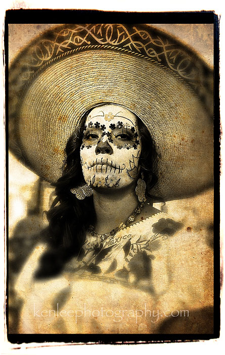 3786_kenlee_dayofthedead-womaninsun-700px