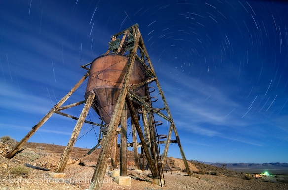 8330-startrails-greatwesternmineheadframe-2014-07-12-2159-40mintotal-4mf8iso400-960px