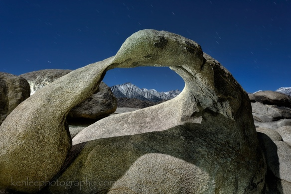 8939kenlee_2015-11-23_2159_204sf8iso200-4000k_alabamahills-mobiusarch-sierras-lightpainting-1000px