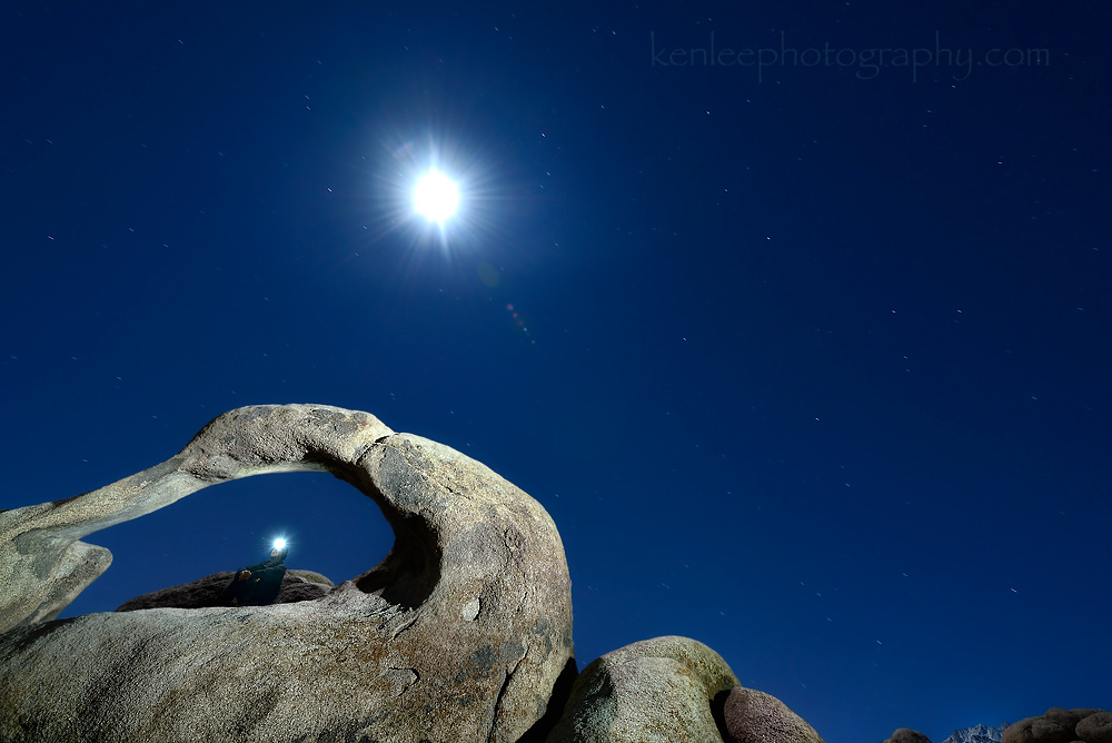 8968kenlee_2015-11-23_2325_83sf8iso400-4000k_alabamahills-mobiusarch_moon-distance-lightpainting_with_selfie-1000px