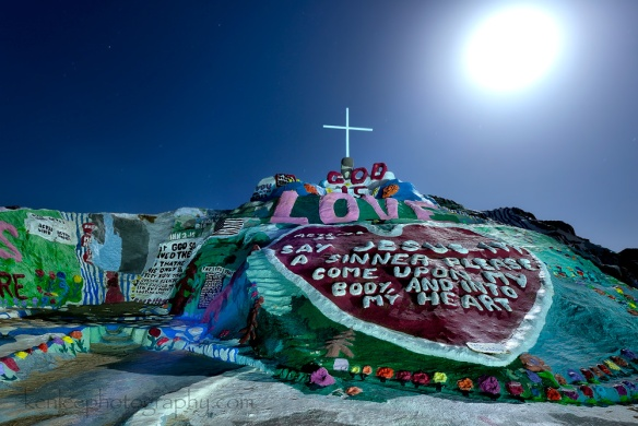9718kenlee2016-03-22_2140_73sf8iso200_saltonsea_salvationmountain_jesusheartcross-leftside-1000px