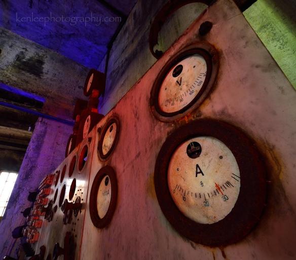 2016-06-17_1404_kenlee_iceland_westfjords_djupavik_abandoned-herring-factory-dials-lightpainting-30sf14iso100-1000px