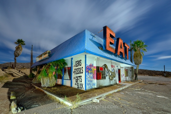 4752_kenlee_2016-10-14_0034_barstow-168sf8iso200-halloransprings-eatbuilding-corner-1000px