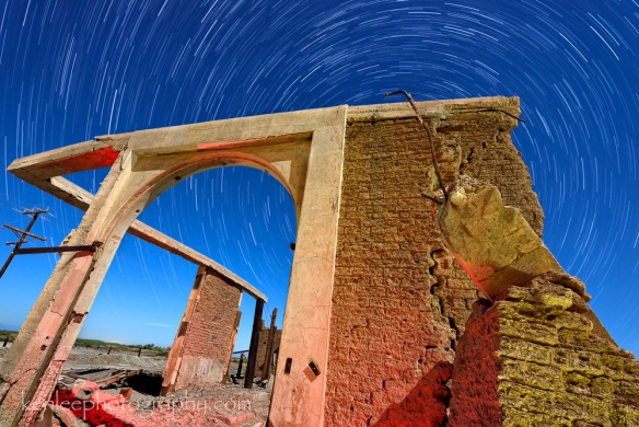 4899_kenlee_2016-10-15_2204_saltonsea-30sf8iso1000-100-50mintotal-arch-abandonedspa_abandonedspa_archedbuilding_startrails_30sf8iso1000-100-50mintotal-1000px