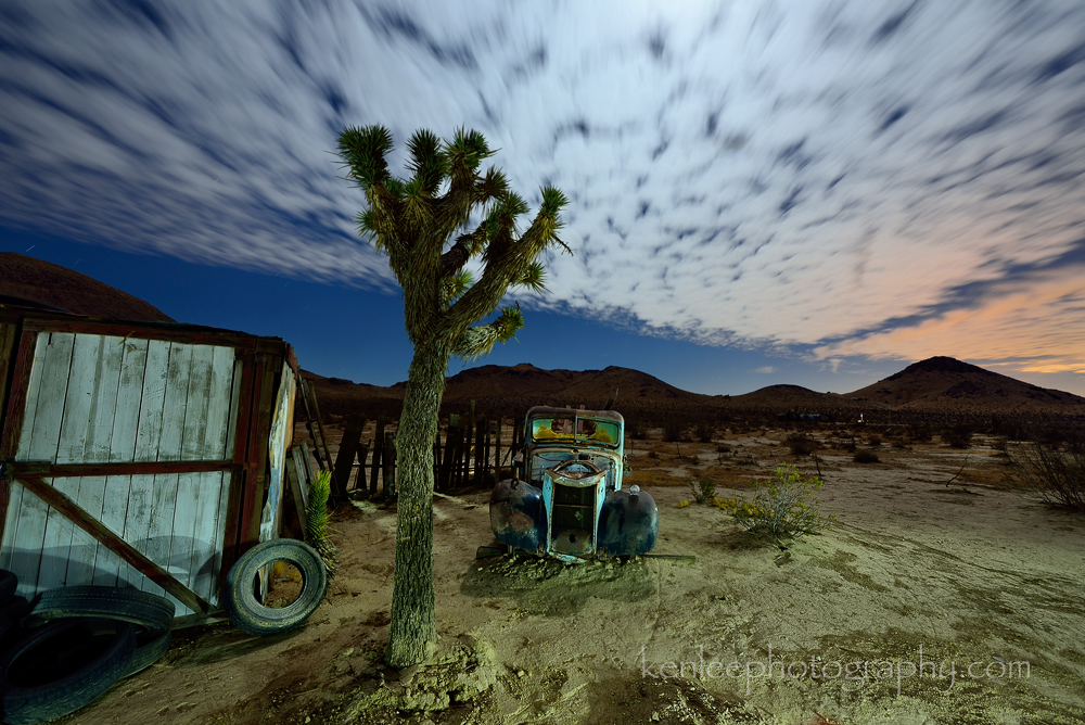 5092_kenlee_2016-11-11_2114_mojavetropico_181sf8iso200__light-painting_protomachines-led2-night-photo-1000px