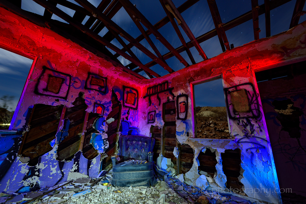 5123_kenlee_2016-11-11_2329_mojavedesertmine-house-chair-corner-graffiti_136sf8iso200__light-painting_protomachines-led2-1000px